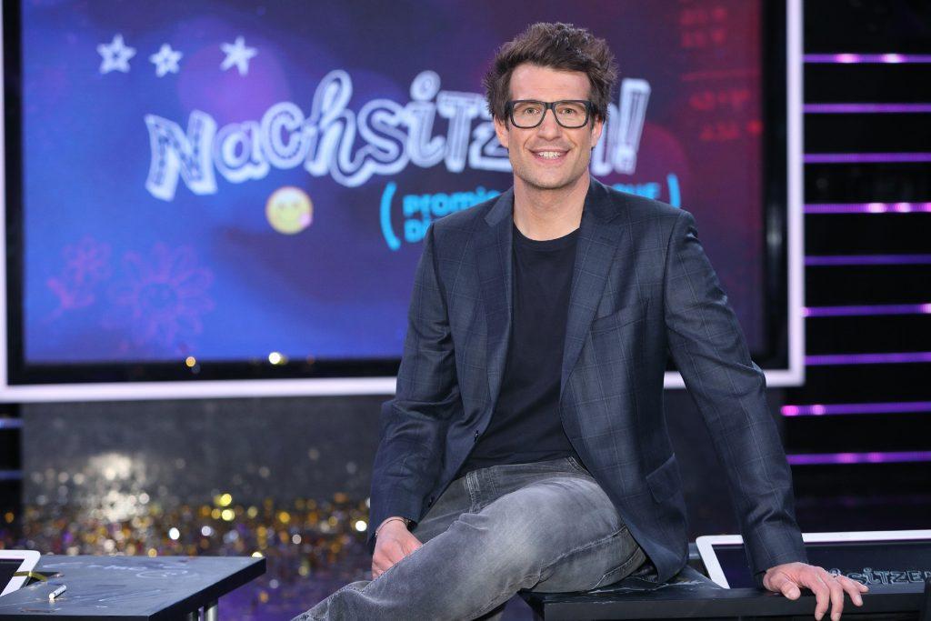 """Daniel Hartwich moderiert """"Nachsitzen! Promis zurück auf die Schulbank"""" bei RTL."""