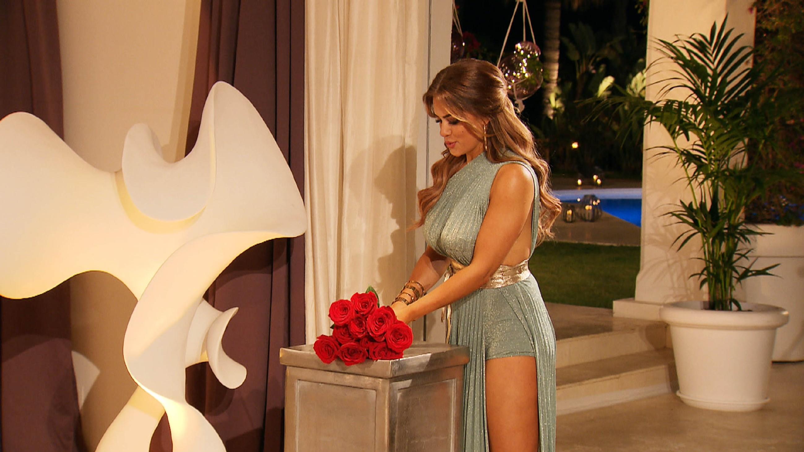 Die dritte Nacht der Rosen steht an und Jessica hat ein paar Ankündigungen zu machen.