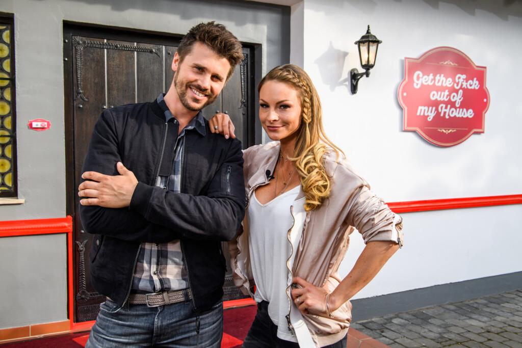 """Jana Julie Kilka und Thore Schölermann moderieren """"Get the Fuck out of my House"""" auf ProSieben."""