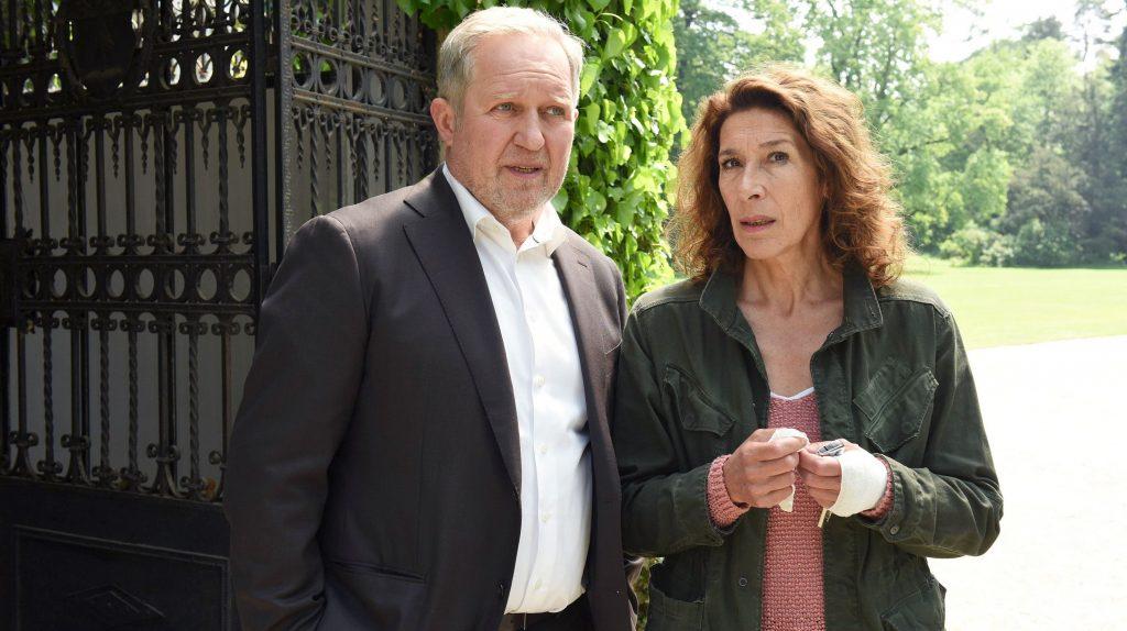 Moritz Eisner (Harald Krassnitzer) und Bibi Fellner (Adele Neuhauser) müssen in der Ebola-Hysterie einen kühlen Kopf bewahren.
