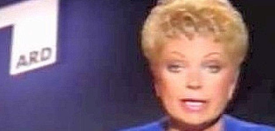 Sonja Kurowsky war eine deutsche Fernsehansagerin. Beim Publikum erlangte sie Beliebtheit durch ihre aufgelockerte Art der Präsentation.